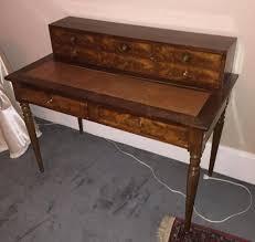bureau à gradin bureau à gradin en acajou et placage d acajou ouvrant à six tiroirs et