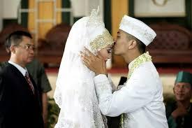 ucapan dapat memengaruhi hubungan antara suami dan istri ini tiga