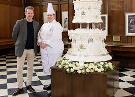 queen to receive recreation of her 9ft tall wedding cake daily
