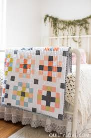 crossroads quilt pattern quilt baby queen size and fat quarters