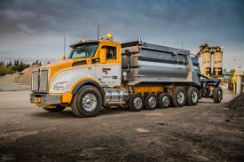 kenworth kw kenworth t880 super dump workhorse in asphalt operation