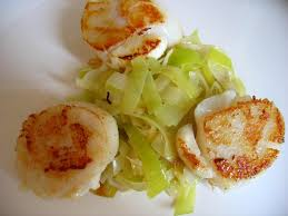 cuisiner des noix de jacques recette de noix de jacques aux poireaux recettes diététiques