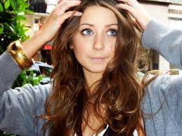 zoella messy middle parting