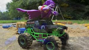 grave digger monster truck videos youtube grave digger vs max d new bright r c 1 24 scale circle track youtube