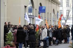 banque populaire loire et lyonnais siege social loire etienne 150 salariés en colère devant le siège de