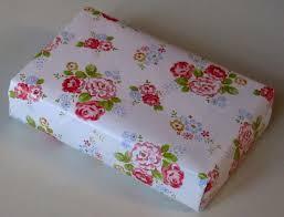 japanese diagonal gift wrapping împachetarea unui cadou în stil