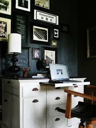 Schwarzer Schreibtisch Schwarze Wandfarbe 17 Praktische Ideen Mit Tafellack