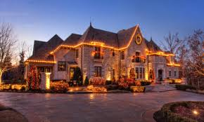 Homes Decorated For Christmas A Look At Homes Decorated With Christmas Lights Homes Of The Rich