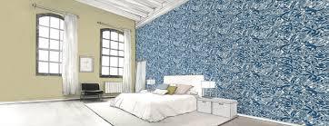 chambre peinte en bleu papier peint dans une chambre parentale au fil des couleurs