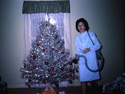 aluminum christmas tree 31 mid century women with aluminum christmas trees tiphero