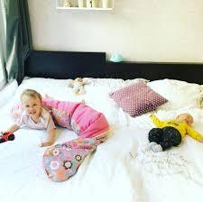 Baby Schlafzimmer Abdunkeln Familienbett Mit Kleinkind U0026 Neugeborenem Baby Bunt Wie Konfetti