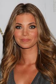 hair styles for pointy chins amber lancaster s long hairstyle for a pointy chin sides curled