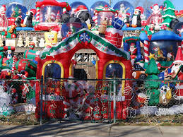 Christmas Yard Decorations Here Are The Most Over The Top Christmas Lawn Decorations On The