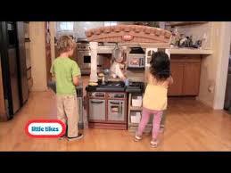 Little Tikes Kitchen Set by Little Tikes Grillin U0027 Grand Kitchen Youtube