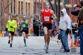 1 500 runners race through downtown portland in thanksgiving day 4