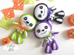 sweet skeleton pdf pattern ornament felt