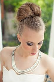 bridal hair bun hunted wedding hairstyles bridal bun theweddinghunter