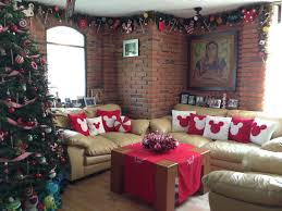 Christmas Home Decoration Pic Mickey Mouse Home Decorations Love The Garland Around The Ceiling