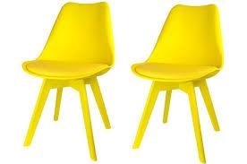 chaises jaunes lot de 2 chaises scandinaves jaunes larna design sur sofactory