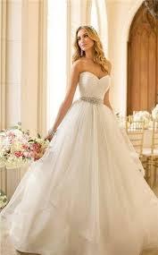 location robes de mari e 25 robes pour un mariage de princesse repérées sur