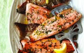 cuisiner filet de truite filets de truite poêlés aux pignons châtelaine
