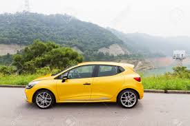 renault clio rs 2013 model with yellow colour hatch car