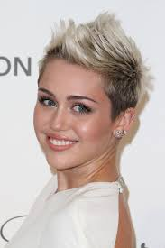whats the name of the haircut miley cyrus usto have miley cyrus fauxhawk faux hawk short faux hawk and ladies short
