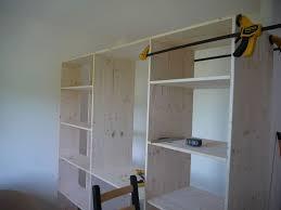 comment faire un placard dans une chambre comment construire un dressing fabriquer avec d angle