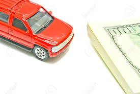 imagenes de notas rojas de automóviles y del dólar notas rojas en el primer blanco fotos