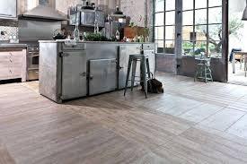 parquet dans une cuisine carrelage sol pour cuisine en gres imitation parquet newsindo co