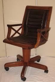 chaise de bureau a fauteuil de bureau en bois pivotant sous chaise bureau lepolyglotte
