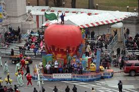macy s thanksgiving day parade brings cheer to nyc ny