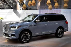 lincoln navigator back 2018 lincoln navigator debuts in more luxurious form drivers