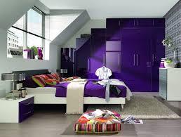 chambre laqué blanc decoration meuble sous comble chambre adulte violet laque blanc
