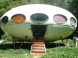 Weird House by Futuro House Aka Ufo House Houston De Usa Strange Weird
