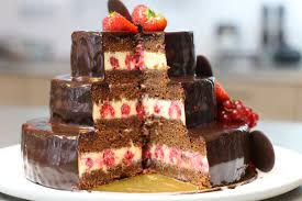 fraisier hervé cuisine gâteau d anniversaire au chocolat à étages hervecuisine com