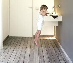 holz in badezimmer badezimmer holzboden bad fussbodenheizung vogelmann