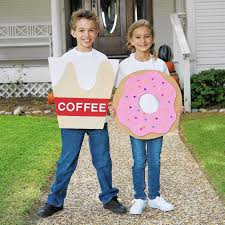 family halloween costumes for 3 halloween costumes that work for couples families chicago tribune