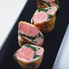 cuisiner une selle d agneau selle d agneau farcie épinards amandes magazine avantages