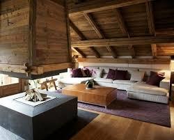 canape montagne salle de séjour chalet toit pente bois hotte foyer canape