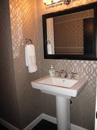 remodelaholic walls in half bath with imperial trellis pattern
