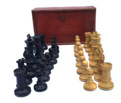 1930s quality set of boxed wooden weighted staunton chess pieces