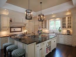 cream coloured kitchen cabinets best 25 cream colored kitchens