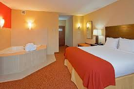 London Hotel With Jacuzzi In Bedroom Holiday Inn Express U0026 Suites Chattanooga Downtown Now 112 Was