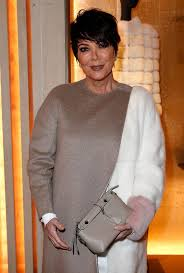 kris jenner haircut 2015 kris jenner photobombed by moody kanye west as she shows off her