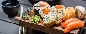 cours de cuisine sushi japanese sushi workshop activity between individuals on