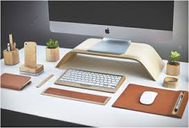 accessoire de bureau design objets design accessoires bureau cuir bois apple ecran