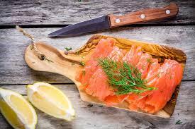 cuisiner le saumon toutes les recettes à base de saumon pour noël magazine avantages