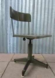 bureau militaire chaise de bureau pivotante industrielle en vert militaire 1930s en