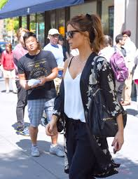 Bed Bath Beyond New York Kate Beckinsale At Bed Bath U0026 Beyond In New York City 08 26 2017